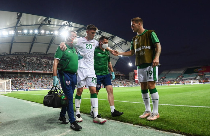 Cầu thủ CH Ireland tạo nên khoảnh khắc cổ chân bẻ ngược rùng rợn khi xoạc bóng Diogo Jota - Ảnh 5.