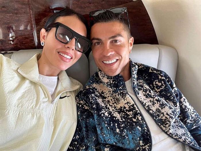 Bạn gái Ronaldo mang bộ trang sức có giá trị cực khủng đi dự sự kiện - Ảnh 2.