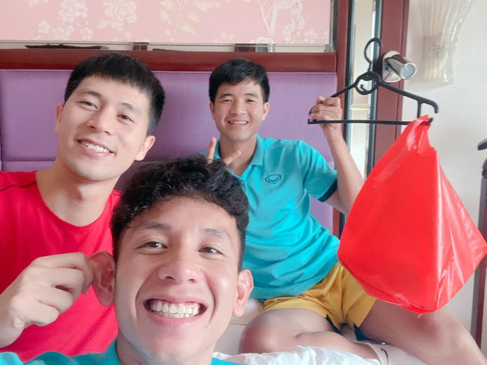 Cầu thủ tuyển Việt Nam đón trung thu độc đáo bằng đèn lồng tự chế  - Ảnh 1.