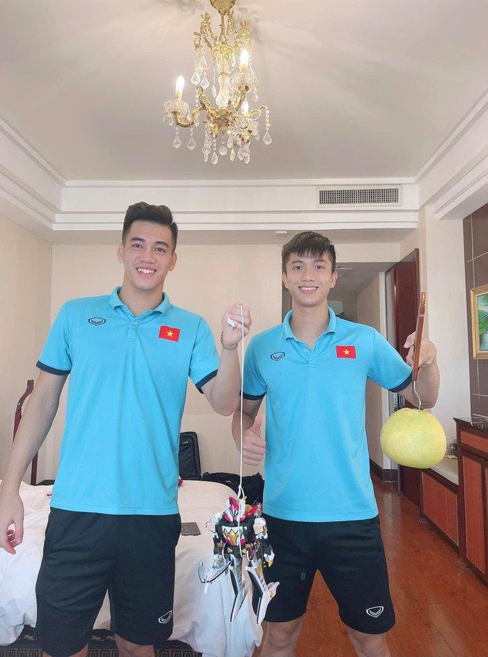 Cầu thủ tuyển Việt Nam đón trung thu độc đáo bằng đèn lồng tự chế  - Ảnh 3.