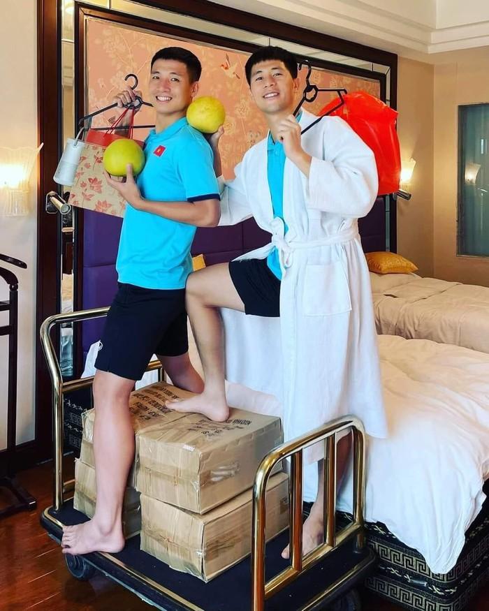 Cầu thủ tuyển Việt Nam đón trung thu độc đáo bằng đèn lồng tự chế  - Ảnh 2.