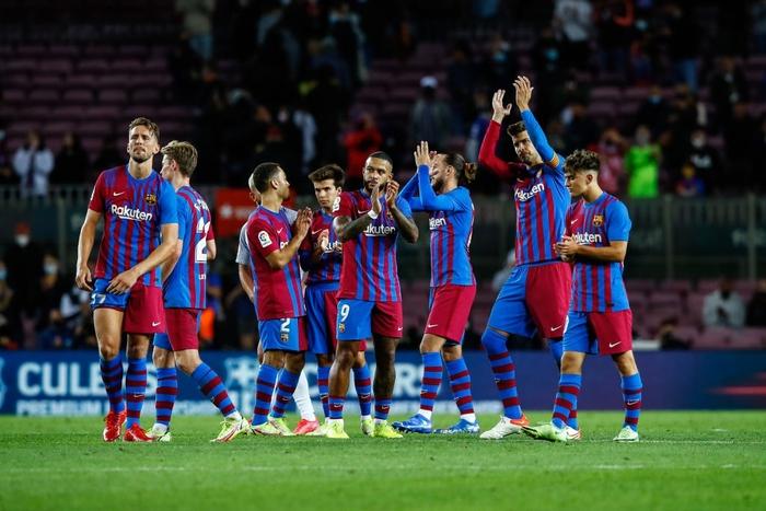 Bầu trời đen kịt bủa vây Camp Nou, Barcelona lại gây thất vọng tràn trề - Ảnh 11.
