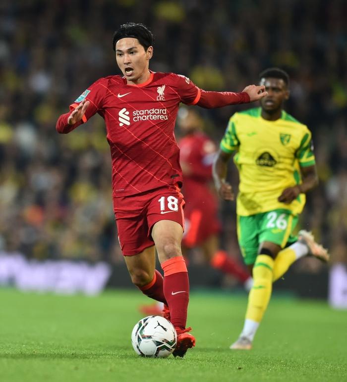 Hàng thủ tuyển Việt Nam chú ý, sát thủ Nhật Bản vừa toả sáng giúp Liverpool thắng đậm - Ảnh 2.