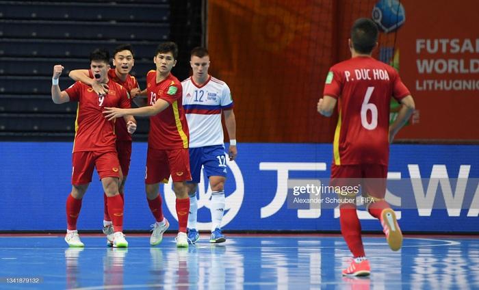 Xé lưới tuyển Nga, cầu thủ Việt Nam đi vào lịch sử Futsal World Cup - Ảnh 3.