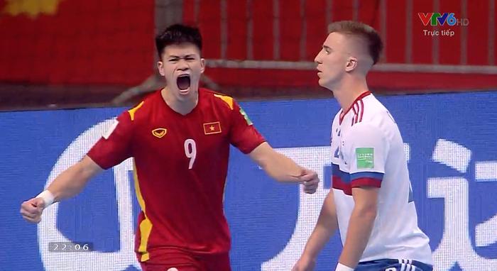 Xé lưới tuyển Nga, cầu thủ Việt Nam đi vào lịch sử Futsal World Cup - Ảnh 2.