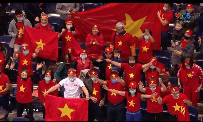Cầu thủ ghi bàn cho futsal Việt Nam ở World Cup ôm mặt buồn bã sau thất bại, xúc động gửi gắm tâm sự - Ảnh 4.