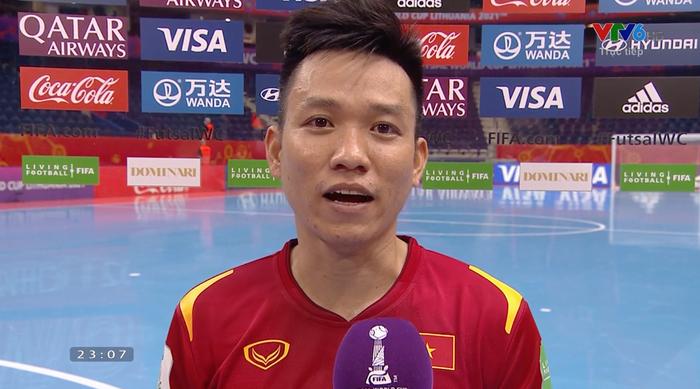 Cầu thủ ghi bàn cho futsal Việt Nam ở World Cup ôm mặt buồn bã sau thất bại, xúc động gửi gắm tâm sự - Ảnh 2.