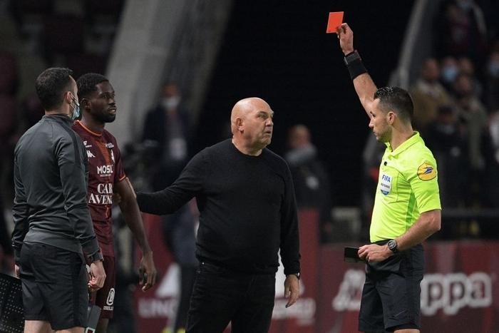 Đội bóng của Messi giành chiến thắng nghẹt thở nhờ đối thủ tự hủy với drama cú đúp thẻ đỏ ở phút bù giờ - Ảnh 7.