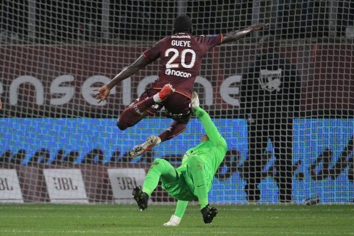 Đội bóng của Messi giành chiến thắng nghẹt thở nhờ đối thủ tự hủy với drama cú đúp thẻ đỏ ở phút bù giờ - Ảnh 5.