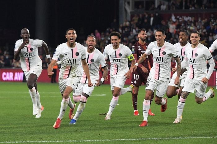 Đội bóng của Messi giành chiến thắng nghẹt thở nhờ đối thủ tự hủy với drama cú đúp thẻ đỏ ở phút bù giờ - Ảnh 9.