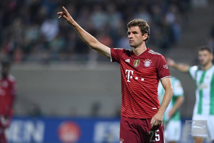 Bayern Munich độc chiếm ngôi đầu Bundesliga dù chơi thiếu người - Ảnh 4.