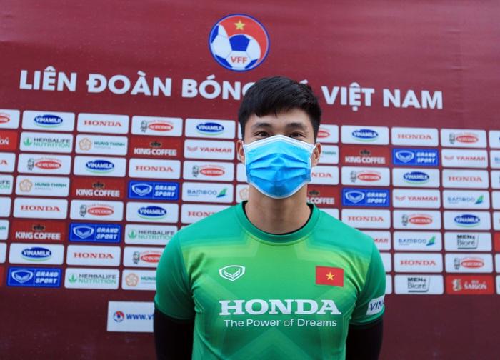 Thủ môn Văn Hoàng giữ kín thông tin mật của ĐT Việt Nam trước trận gặp ĐT Trung Quốc - Ảnh 1.
