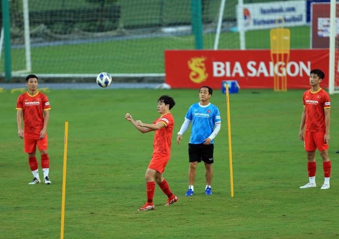 Tuấn Anh và đồng đội hào hứng khi trở thành thủ môn bất đắc dĩ cho tuyển Việt Nam - ảnh 9