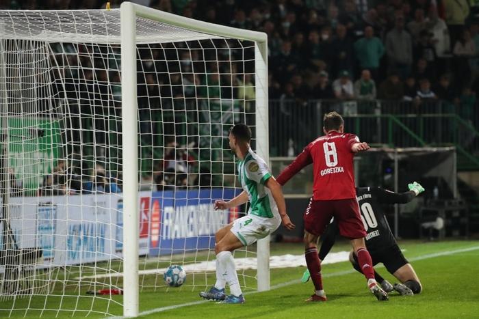 Bayern Munich độc chiếm ngôi đầu Bundesliga dù chơi thiếu người - Ảnh 7.