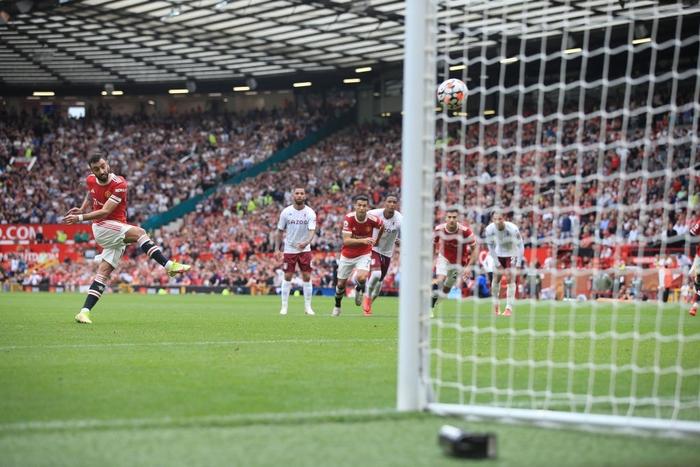 Thủ môn Martinez yêu cầu Ronaldo đá Penalty khiến Bruno tâm lý - Ảnh 2.