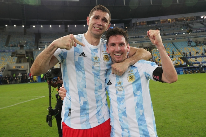 Thủ môn Martinez yêu cầu Ronaldo đá Penalty khiến Bruno tâm lý - Ảnh 3.