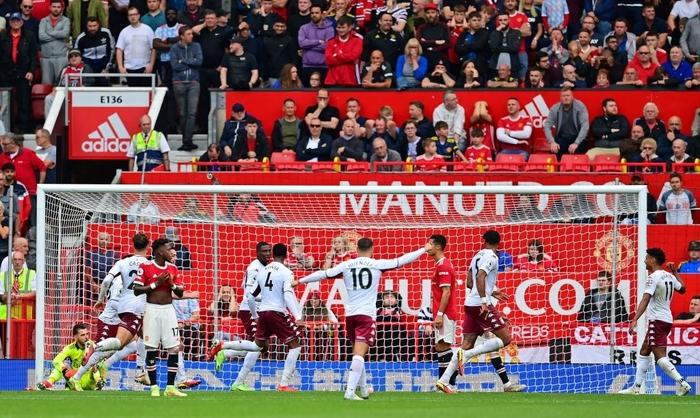 Hause ghi bàn duy nhất cho Aston Villa