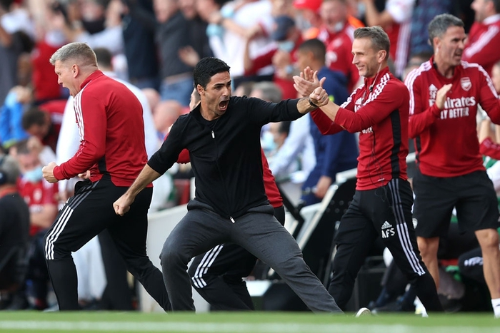 Niềm vui của HLV Arteta sau bàn thắng của Aubameyang
