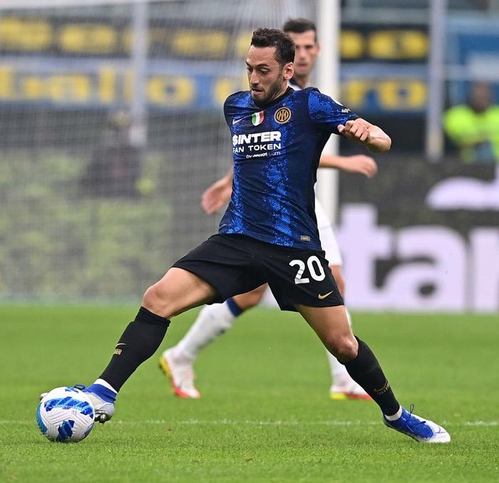 Đá hỏng 11m, Inter Milan đánh rơi chiến thắng ngay trên sân nhà - Ảnh 8.