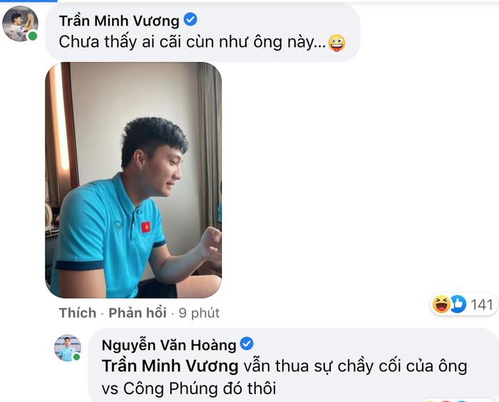 Tổ cãi cùn đội tuyển Việt Nam họp mặt bên ly cafe sáng, thưởng thức cốm khi Hà Nội vào thu - Ảnh 2.