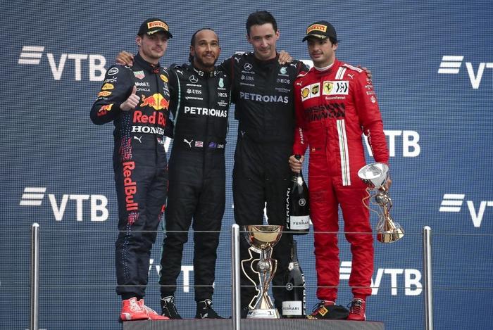 Nhờ đối thủ hiếu thắng và ngờ nghệch, Hamilton lập kỷ lục F1 chưa từng có trong lịch sử - Ảnh 8.