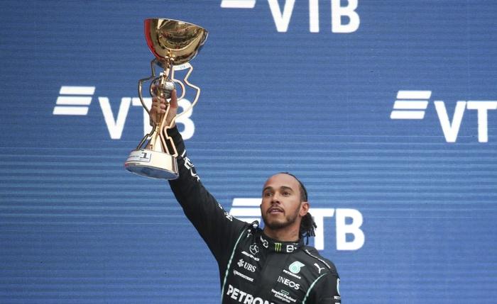 Nhờ đối thủ hiếu thắng và ngờ nghệch, Hamilton lập kỷ lục F1 chưa từng có trong lịch sử - Ảnh 5.