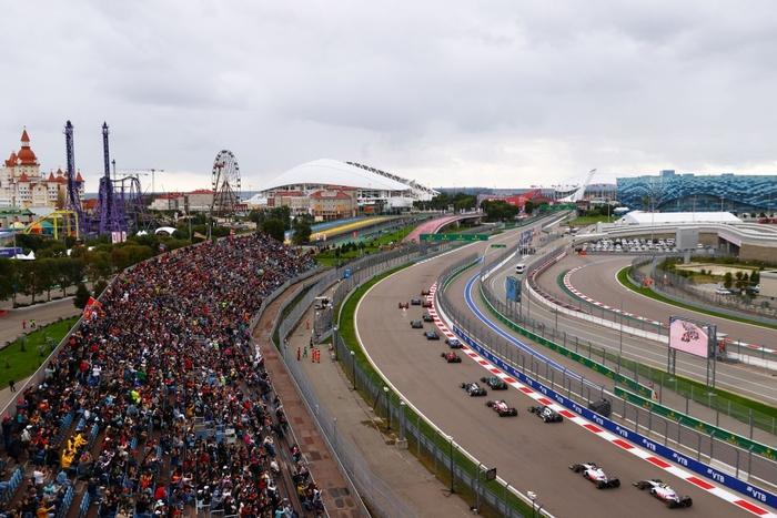 Nhờ đối thủ hiếu thắng và ngờ nghệch, Hamilton lập kỷ lục F1 chưa từng có trong lịch sử - Ảnh 2.