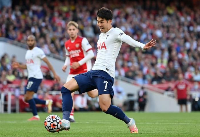 Arsenal 3-1 Tottenham: Smith-Rowe rực cháy giúp Pháo Thủ thắng lớn trận derby London - Ảnh 10.