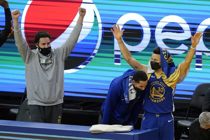 NBA Media Day: Stephen Curry bồi hồi khi nghĩ tới ngày trở lại của Klay Thompson - Ảnh 3.
