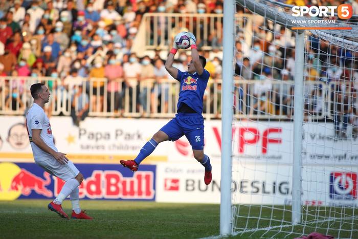 HAGL củng cố nội binh, gia hạn 3 năm với thủ môn Huỳnh Tuấn Linh - Ảnh 1.