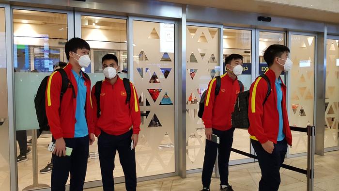 Cập nhật đội tuyển Việt Nam về nước: Bỏ lại thất bại sau lưng - Ảnh 3.