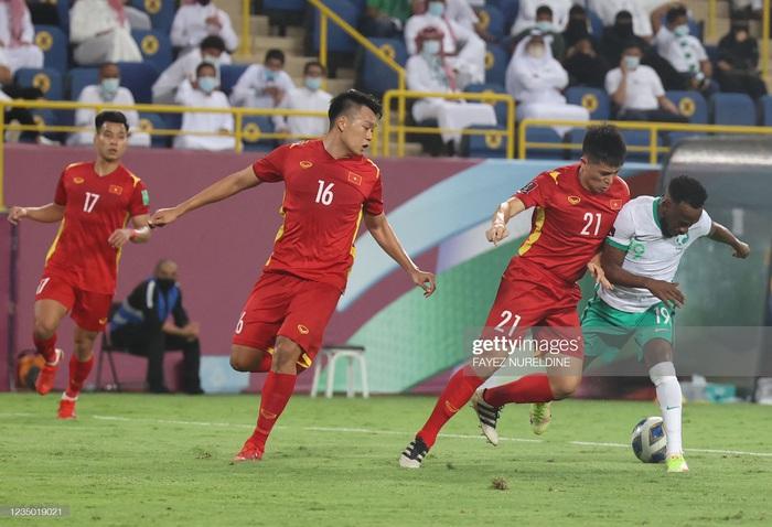 Tuyển Việt Nam chia tay 2 cầu thủ, 3 trung vệ đi khám sáng 4/9 - Ảnh 1.
