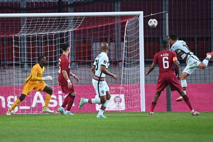 Bồ Đào Nha dễ dàng đánh chủ nhà Qatar trong ngày không có Ronaldo - Ảnh 2.