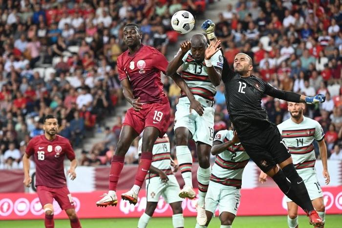 Bồ Đào Nha dễ dàng đánh chủ nhà Qatar trong ngày không có Ronaldo - Ảnh 3.