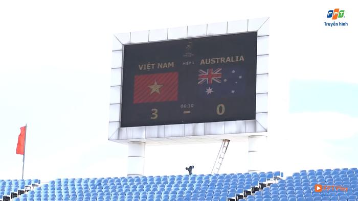 BQL sân Mỹ Đình test màn hình điện tử trước trận Việt Nam vs Australia: Tỷ số không ai dám ngờ tới - Ảnh 1.
