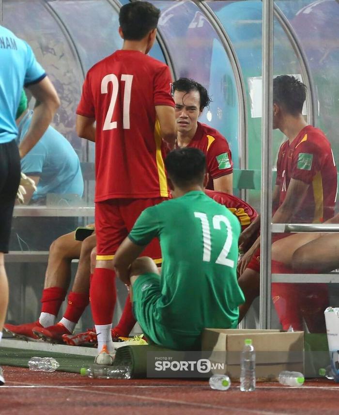 Quế Ngọc Hải xoa đầu động viên Đức Chinh sau trận thua Australia  - Ảnh 5.