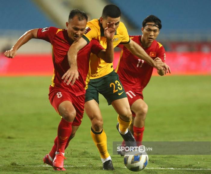Trọng Hoàng chỉ mất 8 giây để chạy từ đầu sân đến cuối sân đón đường chuyền của Quang Hải trận Việt Nam gặp Australia  - Ảnh 4.