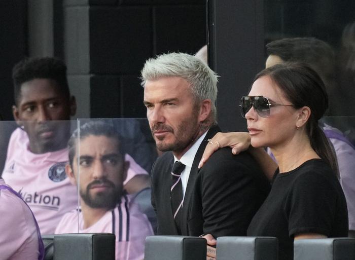 Lạnh lùng như David Beckham cũng có ngày phải tan chảy khi xa con gái, Victoria nhân cơ hội có màn cà khịa cực mạnh - Ảnh 4.