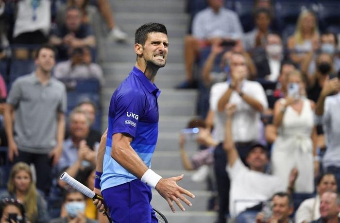 Liên tiếp bị la ó và gây nhiễu từ khán đài, Djokovic vẫn bản lĩnh ngược dòng vào bán kết US Open - Ảnh 1.