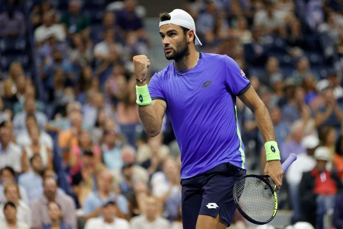 Liên tiếp bị la ó và gây nhiễu từ khán đài, Djokovic vẫn bản lĩnh ngược dòng vào bán kết US Open - Ảnh 2.