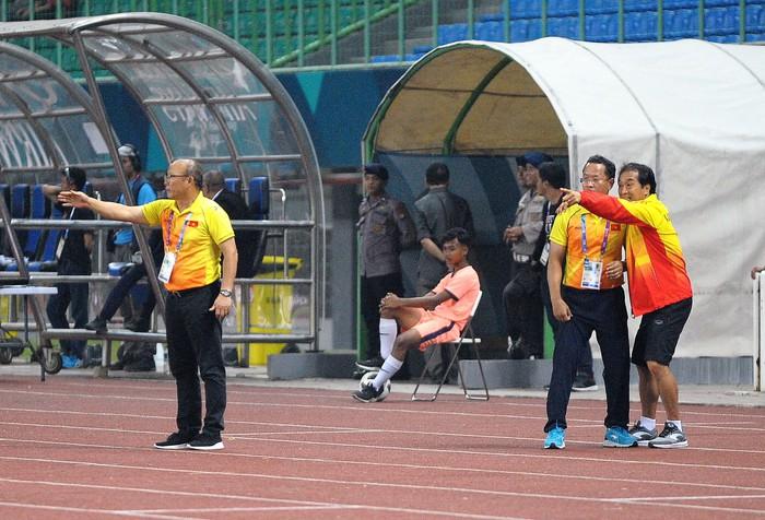 """Nhìn từ thất bại của đồng nghiệp ở Đông Nam Á, HLV Park Hang-seo may mắn vì có những """"cánh tay"""" đặc biệt - Ảnh 3."""