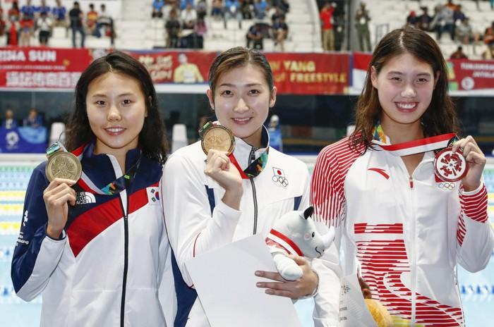 Nữ kình ngư xinh đẹp Nhật Bản giật giải MVP tại ASIAD 2018, nhận khoản tiền khủng - Ảnh 1.
