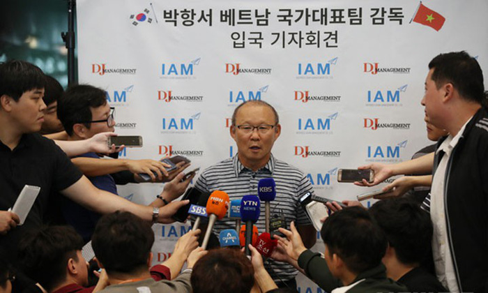 HLV Park Hang-seo chưa từng được xem video mát-xa chân cho Đình Trọng - Ảnh 2.