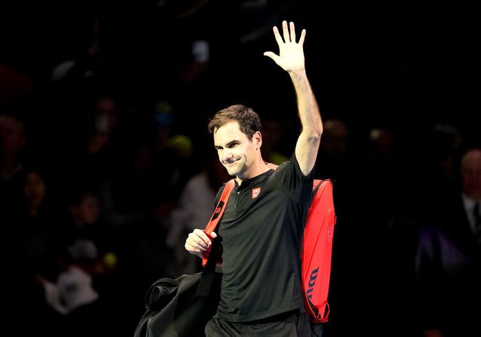 """Federer thua """"không thể bào chữa"""" trước hot boy Tsitsipas ở bán kết ATP Finals nhưng vẫn mát lòng mát dạ bởi phát biểu này của đàn em - Ảnh 8."""