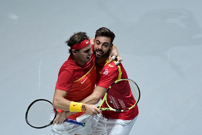 Tứ kết cúp đồng đội danh giá nhất thế giới: Nadal phấn khích ôm chầm bạn đánh cặp, Djokovic đau đớn dừng bước - Ảnh 5.