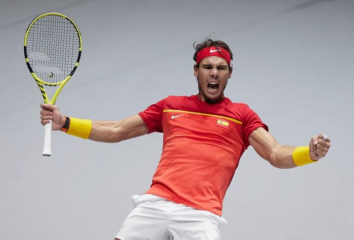 Tứ kết cúp đồng đội danh giá nhất thế giới: Nadal phấn khích ôm chầm bạn đánh cặp, Djokovic đau đớn dừng bước - Ảnh 2.