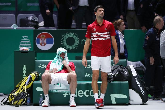 Tứ kết cúp đồng đội danh giá nhất thế giới: Nadal phấn khích ôm chầm bạn đánh cặp, Djokovic đau đớn dừng bước - Ảnh 10.