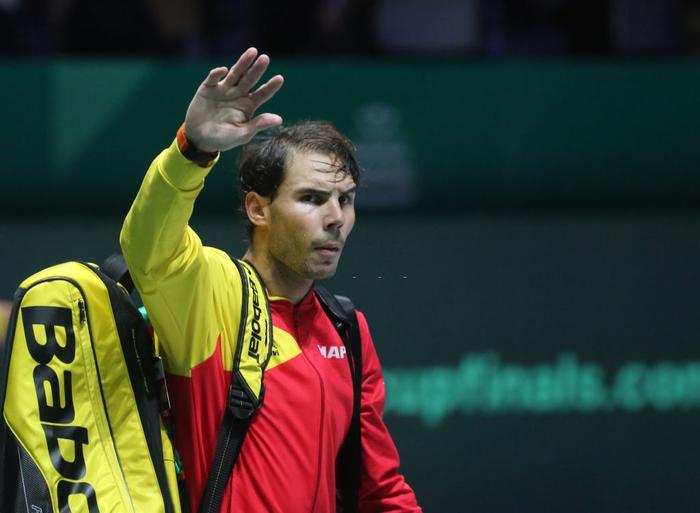 Tứ kết cúp đồng đội danh giá nhất thế giới: Nadal phấn khích ôm chầm bạn đánh cặp, Djokovic đau đớn dừng bước - Ảnh 1.