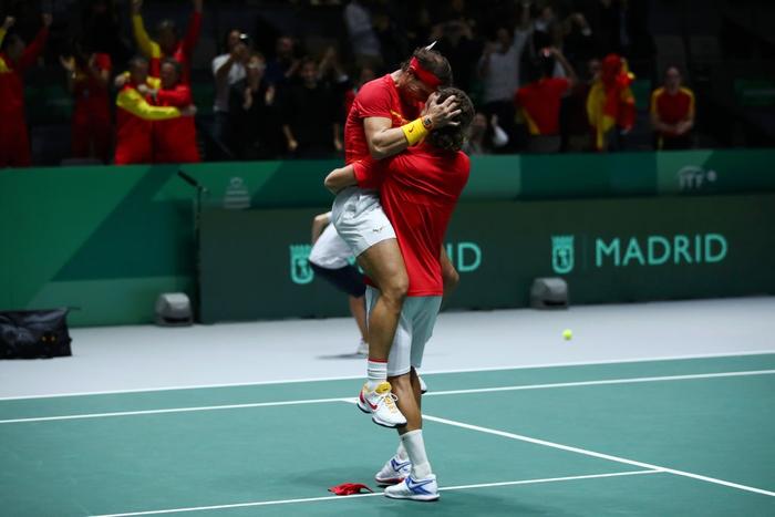 Nadal sắm vai người hùng, giúp Tây Ban Nha ngược dòng hạ gục Vương Quốc Anh để giành vé vào chung kết cúp đồng đội danh giá nhất thế giới - Ảnh 7.