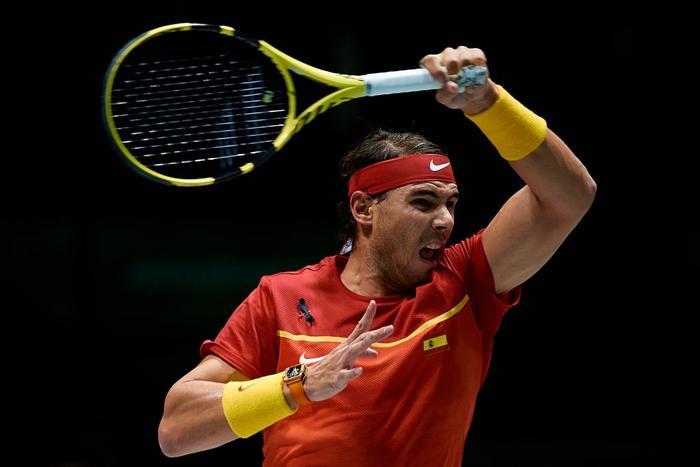Nadal sắm vai người hùng, giúp Tây Ban Nha ngược dòng hạ gục Vương Quốc Anh để giành vé vào chung kết cúp đồng đội danh giá nhất thế giới - Ảnh 2.